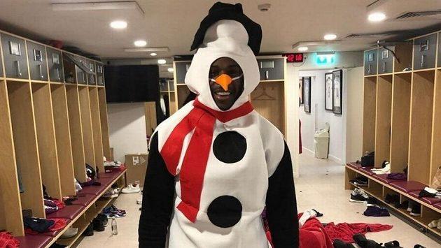 Fotbalista Wast Hamu Michail Antonio v převlečení za sněhuláka