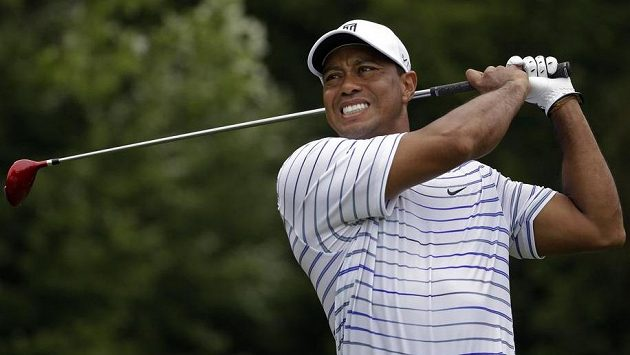 Tigerovi Woodsovi se vstup do turnaje, který sám pořádá, nevydařil.