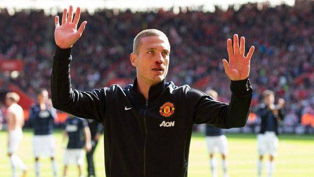 Takhle se Nemanja Vidič loučil před rokem a půl s fanoušky Manchesteru United, nyní dal vale fotbalu.