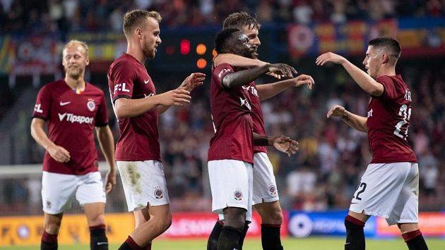 Fotbalisté Sparty (zleva) Martin Hašek, Guélor Kanga, Michal Sáček a Srdjan Plavšič oslavují gól na 2:0 během utkání s Jabloncem.