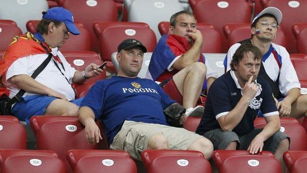 Je konec! Zklamaní ruští fanoušci po prohře sborné od Řecka.