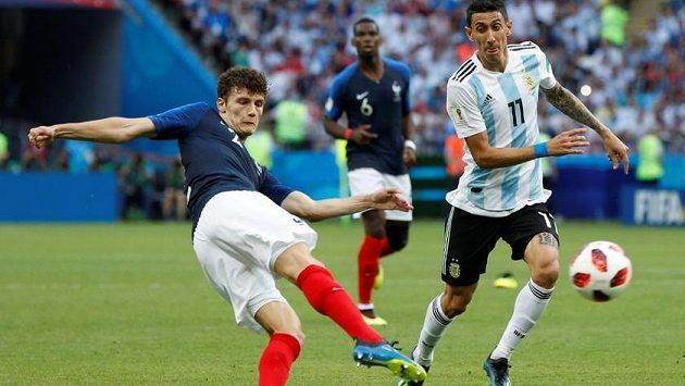 Francouz Benjamin Pavard dává nejhezčí gól MS.
