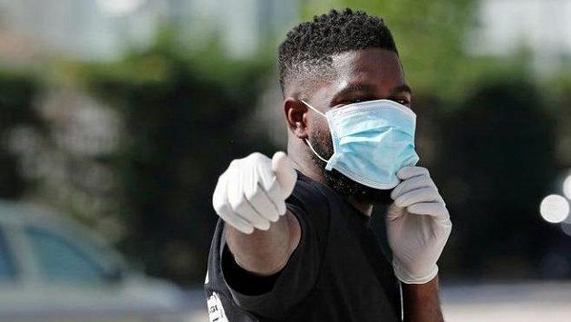 Francouzský obránce Samuel Umtiti z Barcelony měl pozitivní test na koronavirus.