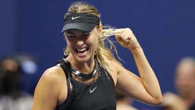 Maria Šarapovová se raduje, v ostře sledovaném duelu zdolala na US Open světovou dvojku.