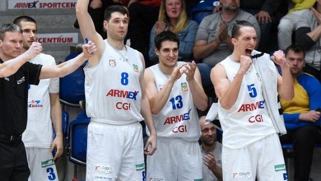 Basketbalisté Děčína slaví (archivní foto)