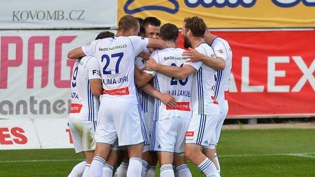 Fotbalisté Mladé Boleslavi se radují z gólu v utkání proti Bohemians Praha 1905.