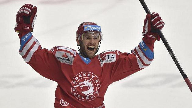 Vladimír Svačina z Třince se raduje z vítězného gólu.