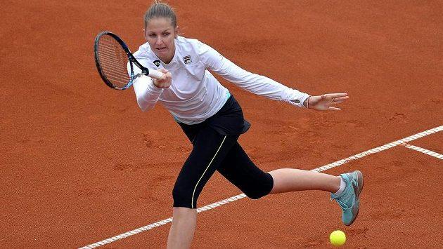 Karolina Plíšková v utkání s Kateřinou Siniakovou při turnaji v Praze.