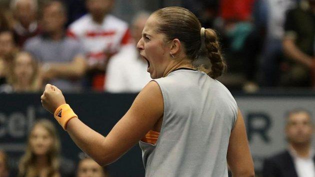 Tenistka Jelena Ostapenková odložila vstup do sezony kvůli úmrtí otce.