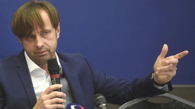 Majitel ostravského Baníku Václav Brabec na tiskové konferenci.