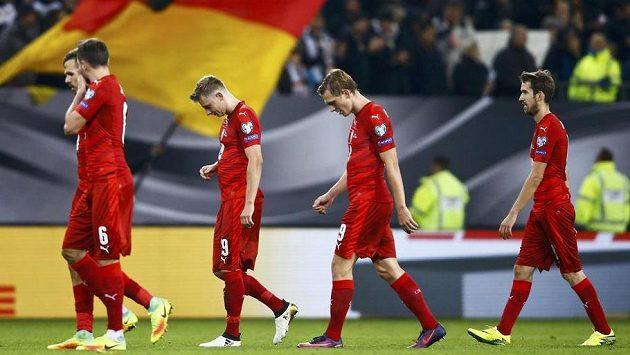Čeští fotbalisté po utkání s Německem v Hamburku.