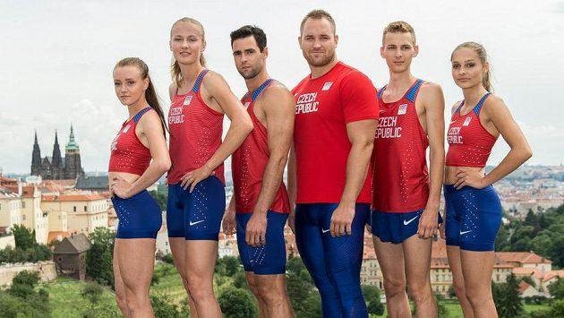 Atleti (zleva): Nikola Bendová, Michaela Hrubá, Jan Kudlička, Tomáš Staněk, Filip Sasínek a Tereza Vokálová v dresech pro LOH v Riu.