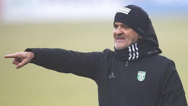 Trenér Karviné Juraj Jarábek.