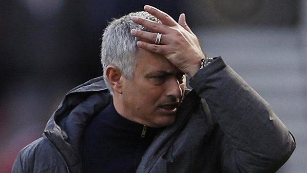 Emotivní jak vždy. Kouč Manchesteru United José Mourinho v utkání proti Middlesbrough.