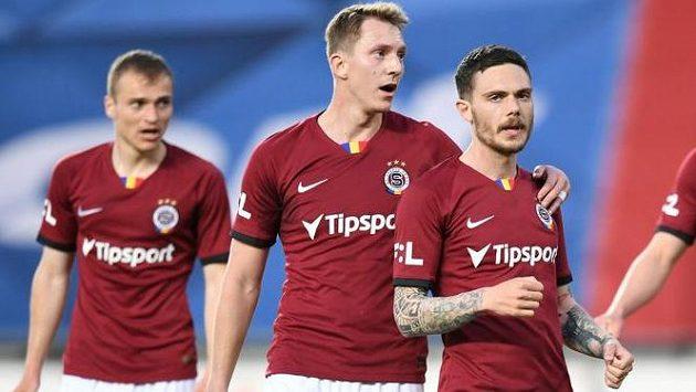 Fotbalisté Sparty se radují z branky v utkání 31. kola Fortuna ligy proti Baníku Ostrava.