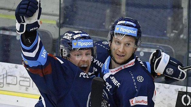 Zleva autor rozhodujícího gólu v prodloužení Dávid Gríger a Michal Bulíř z Liberce se radují.