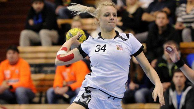 Česká házenkářka Markéta Jeřábková při kvalifikačním utkání s Litvou.