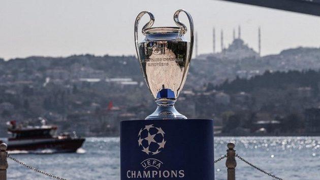 Finále fotbalové Ligy mistrů se i navzdory zhoršující se koronavirové situaci v Turecku uskuteční