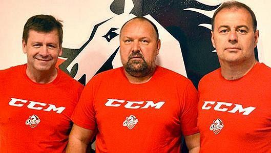Pardubické trenérské trio. Otakar Janecký (vlevo), hlavní kouč Ladislav Lubina a Radek Bělohlav.