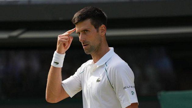 Srb Novak Djokovič při utkání s Denisem Kudlou z USA.
