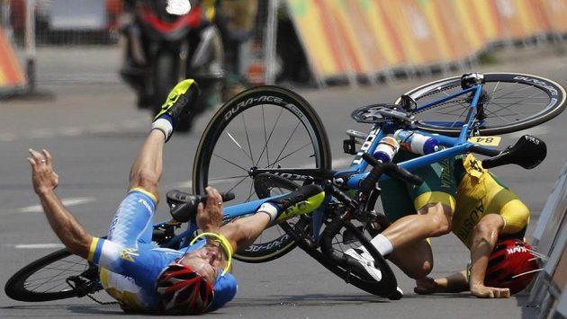 V silničním závodu se na paralympiádě ocitli na zemi i Jehor Demenťjev z Ukrajiny i Australan Alistair Donohoe.