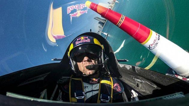 Martin Šonka v kokpitu v seriálu Red Bull Air Race absolvuje už jen tři závody.