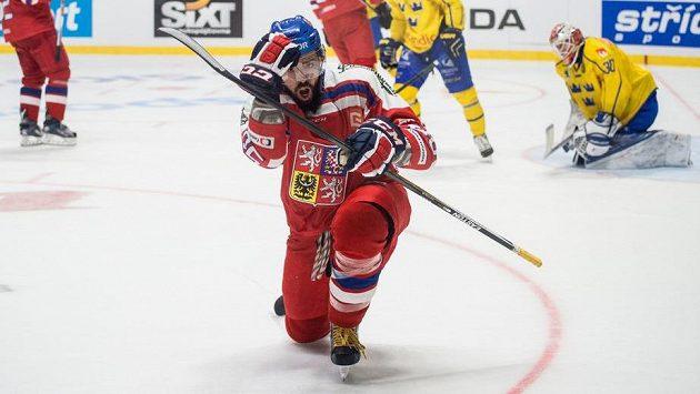 Český útočník Richard Jarůšek slaví gól proti Švédsku.