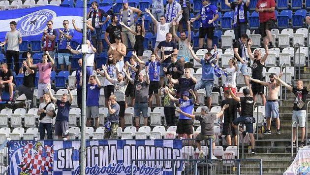 Jádro fanoušků Olomouce během utkání s Plzní.