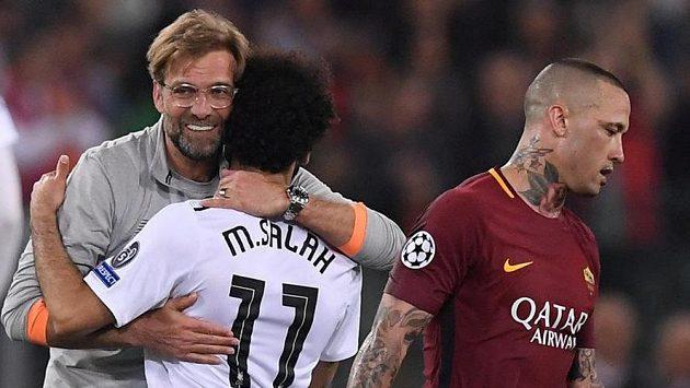 Trenér Liverpoolu Jürgen Klopp (vlevo) s Mohamedem Salahem. Ilustrační snímek.