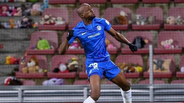 Kamso Mara ze Slovanu Liberec oslavuje gól na 1:0 z nařízené penalty, o které se bude ještě dlouho debatovat.