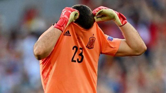 Španělský brankář Unai Simón by se po minele v první půli osmifinále EURO proti Chorvatsku asi raději neviděl.