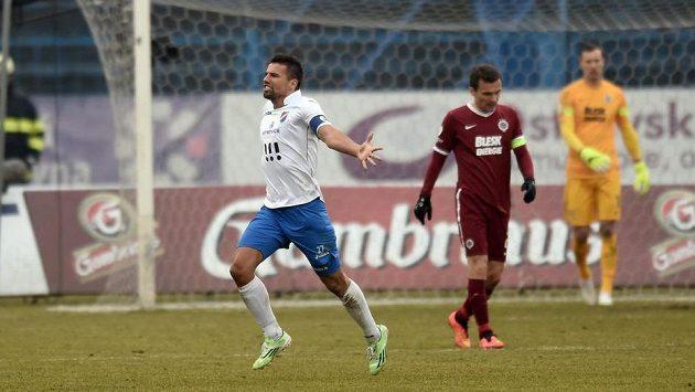 Milan Baroš z Baníku Ostrava se raduje z gólu, který vstřelil Spartě.