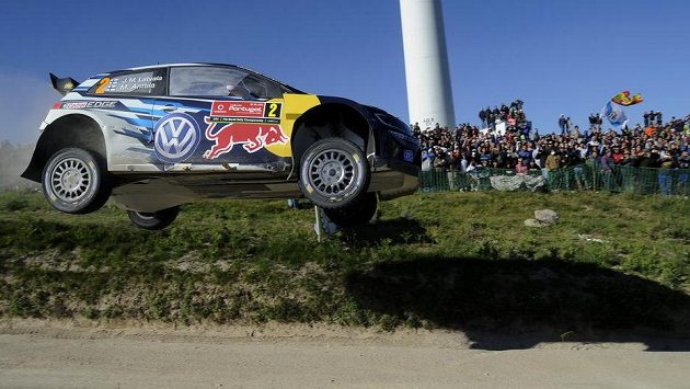Jari-Matti Latvala a spolujezdec Miikka Anttila na Portugalské rallye.