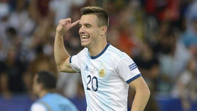 Argentinec Giovani Lo Celso se raduje z gólu proti Venezuele.