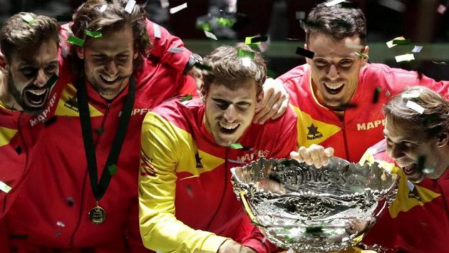 Španělští tenisté ovládli první ročník nového formátu Davisova poháru