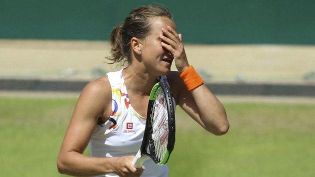 Tenistka Barbora Strýcová vzdala na wimbledonské generálce na trávě v Eastbourne zápas prvního kola s Polonou Hercogovou