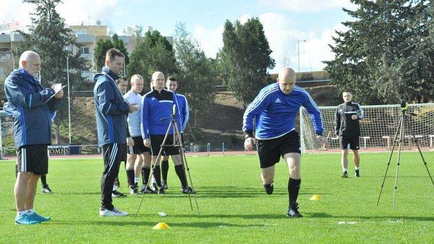 Fotbaloví rozhodčí absolvovali na Kypru kondiční testy před blížícím se soutěžním jarem.