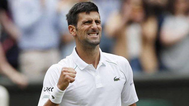 Srb Novak Djokovič po vítězství ve čtvrtfinále Wimbledonu.