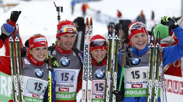 Česká stříbrná štafeta. Zleva Gabriela Soukalová, Michal Šlesingr, Veronika Vítková a Ondřej Moravec.