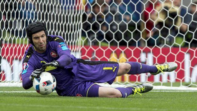 Dva nebo tři góly inkasuje od Chorvatů Petr Čech, myslí slovenští novináři.