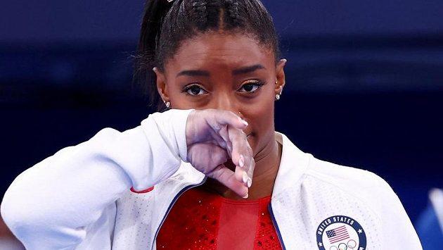 Americká sportovní gymnastka Simone Bilesová zkusí v Tokiu štěstí na kladině.