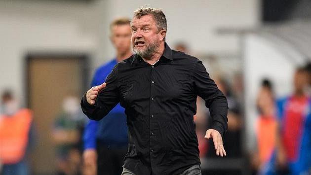 Trenér Sparty Praha Pavel Vrba během utkání v Plzni.