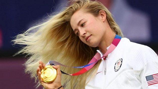 Nelly Kordová se zlatou olympijskou medailí