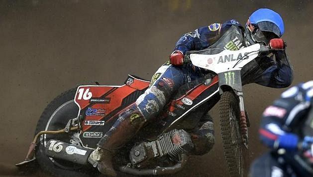 Jan Kvěch při jedné z jízd Grand Prix České republiky v Praze.