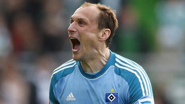 Brankář Jaroslav Drobný jásá poté, co se jeho Hamburk udržel v bundeslize.