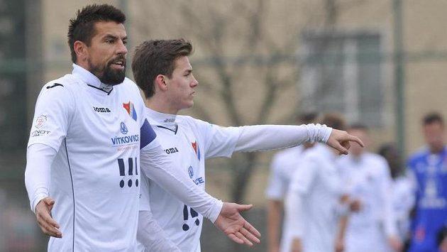Kapitán Baníku Milan Baroš (vlevo) v utkání s Olomoucí.