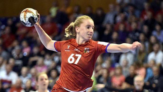Česká reprezentantka Veronika Malá při utkání s Islanďankami.