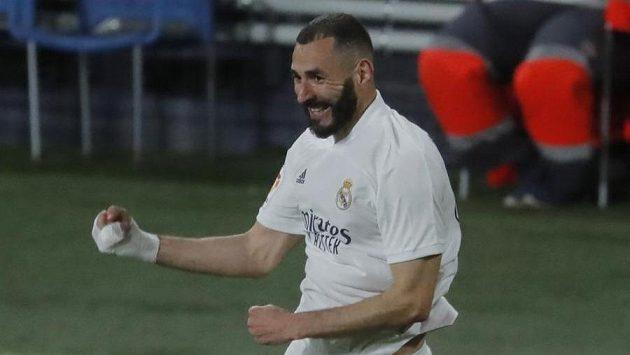 Karim Benzema z Realu se raduje z gólu proti Cádizu.
