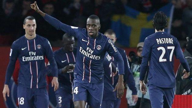 Pařížský Blaise Matuidi (uprostřed) slaví svůj gól proti Lyonu.