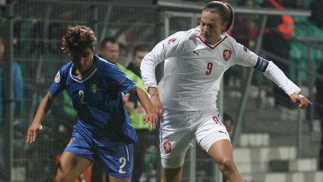 Italka Elisa Bartoliová (vlevo) a česká útočnice Lucie Voňková.